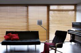 cortina veneciana de fusta per a sala d'estar de casa particular