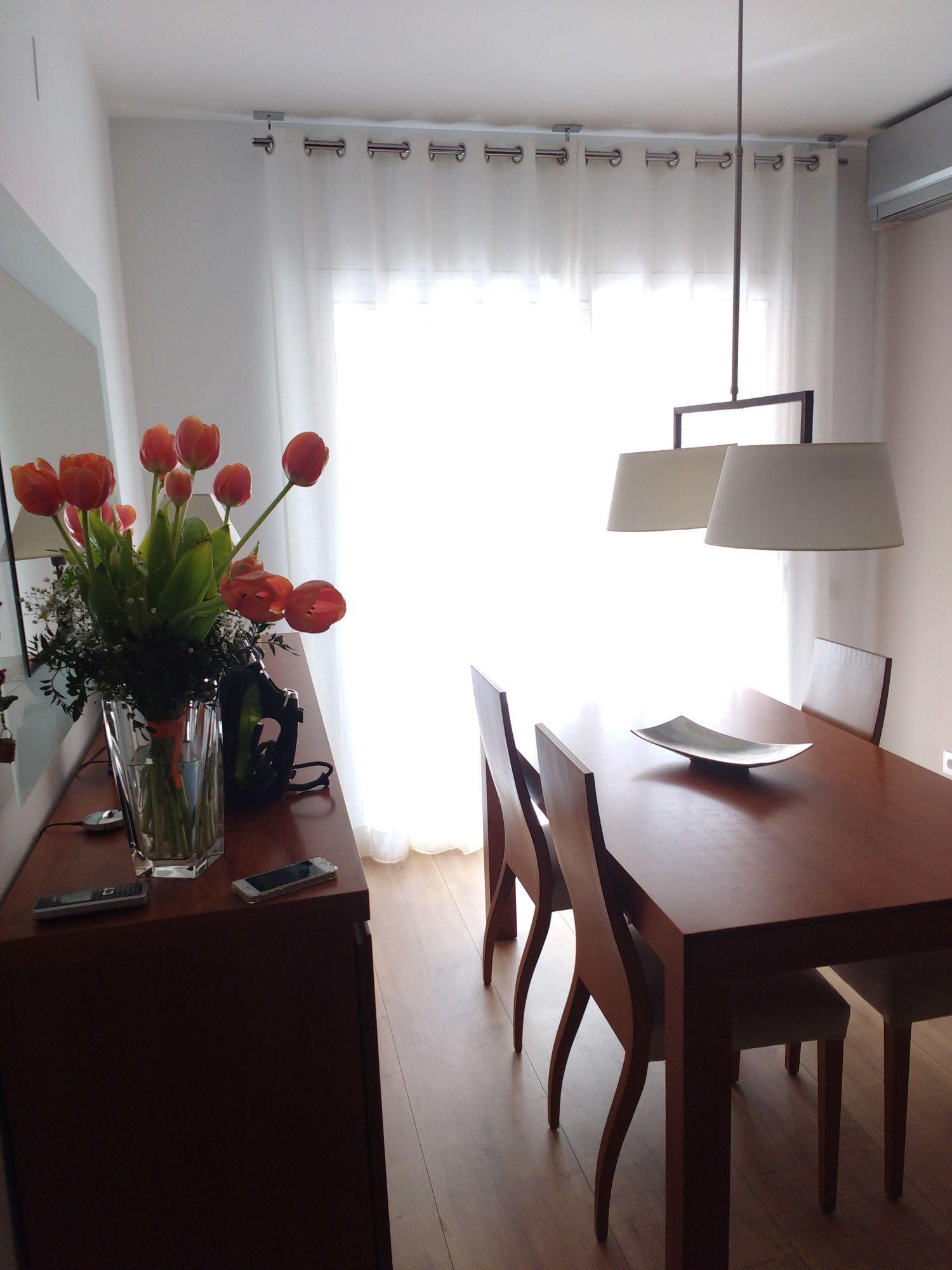 cortina tradicional amb barra, teixit de color Blanc per a balcó de menjador