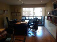 cortina enrotllable color blanc per a balconera per a despatx d'advocat