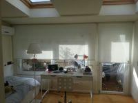 cortines enrotllables pe a habitació en una casa particular