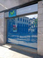 Cortina enrotllable per a botiga Movistar a Badalona